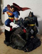 SUPERMAN VS BATMAN STATUE THE DARK KNIGHT RETURNS CRACKED FOOT DC COMICS