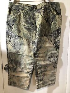 cabelas camo pants/shorts 44x30