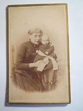 Hannover-Johann Schoof come Baby con una donna in abito-Portrait/CDV