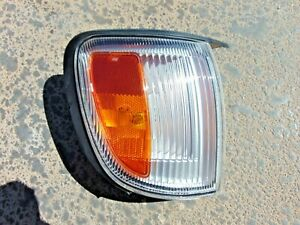 1997-00 Infiniti QX4 Front Turn Signal Corner Side Marker Light RH Pass Tested