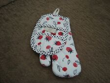 New listing Nwt Southern Living Strawberry Potholder & Oven Mitt Set 2 Pieces
