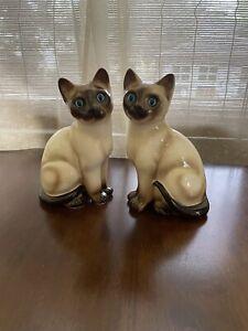 Vintage Enesco Pair Of Ceramic Siamese Cat Figurines Blue Glass Eyes Korea