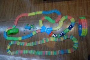 over 500 piece (10metres) MAGIC Tracks glow in the dark Plus 3 Cars ,wheel inclu