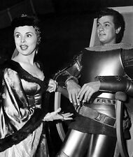 Tony Curtis and Janet Leigh UNSIGNED photo - C360 - The Black Shield of Falworth