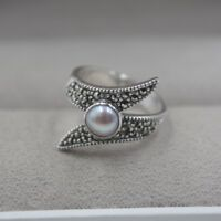 Solid 925 Sterling Silver with Natural Mother of Pearl Woman Ring Size: 5-10