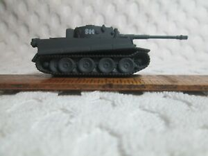 Unimax Forces of Valor Model Weighted German Tank? DEI109 S01 HO Scale #7 nr