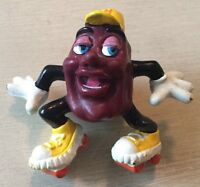 RARE VINTAGE * CALIFORNIA RAISIN TOY FIGURE * SKATER w YELLOW CAP & SKATES