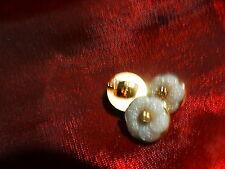 3mignons boutons pour petits vétements poupé , corsages ,layette, gris pastel
