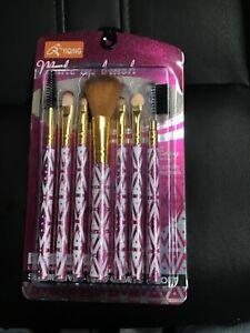 Q Yiqing Makeup Brushes