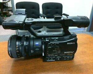 Sony DVCAM HVR-Z7U with Zeiss zoom lens, microphone and carrying case
