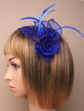 mujer elegante azul real sinamay y Plumas Tocado en el clip