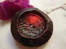 Ancien gros bouton en résine rouge lumineux suivant la lumiére 3,3 cm  ref 1237