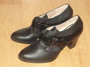 Liz & Co. - Chelsea Buckle Ankle Booties ,  Size :7M  ,color: Black