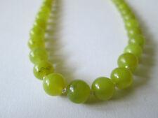 Schmuckstück wundervolle Naturstein Kette grüne Jade auf Perlseide geknotet