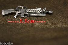 Insigne en métal représentant  un M-16 lance grenade