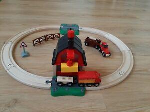 BRIO World 33719 Bahn Bauernhof Set Holzeisenbahn mit Bauernhof Tieren Schienen