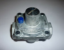 GAS GOVERNOR / REGULATOR 1/2INCH BSP NAT GAS OR LPG - 10 TO 20mBAR - GR 001