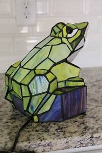 Large Colorful Tiffany Style Stained Glass Frog Table Lamp 11 x 9 x 8