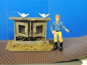 One Wood Chicken Coop Hen House w/birds  Double Doors 1:24 (G) Scale Diorama