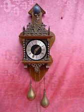 bonito, antiguo Reloj de péndulo__Con Figura de bronce__Peso y péndulo_
