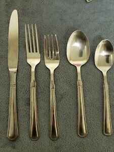 39 Pieces Cuisinart Exeter Glossy Stainless Flatware 18/10 China