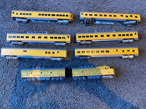 Good conditionMTH HO SCALE - UNION PACIFIC (With con-cor 6 UP Carriages)