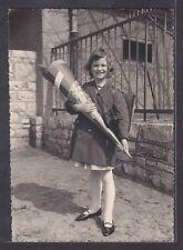A1714 Foto. Erster Schultag, Mädchen mit großer Zuckertüte. 1964.