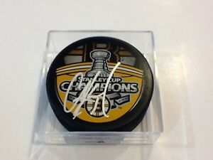 Chris Kelly Signed 2011 Boston Bruins Stanley Cup Hockey Puck Autographed a