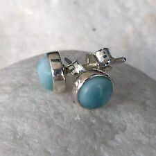 Echtschmuck im Ohrstecker-Stil mit Larimar-Perlen und Cabochon