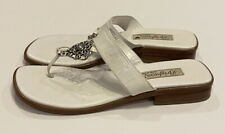 Brighton Lola White Leather Thongs Sandals Shoes Sz 8 M Silver Heart Italy