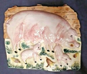 "VINTAGE RAISED PIGS COUNTRY SCENE PLAQUE POTTERY #7540 9-3/4"" WIDE, ITALY MINT"