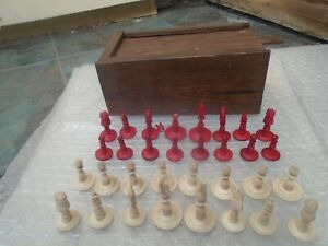 Splendid antique stained bovine bone chess set with wooden box  NICE AUCTION LOT
