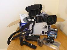 Olympus OM-D E-M5 Mk1 Fotocamera Reflex Digitale-Argento (Kit con lente 12-50mm ED EZ)