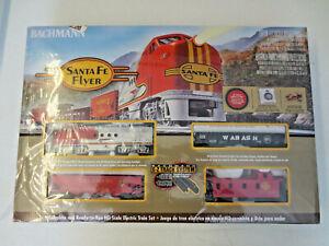 BRAND NEW Bachmann HO Scale #00647 Santa Fe Flyer Electric Train Set