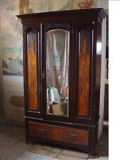 Armadio in legno con specchio massello intarsiato stile liberty da Villa Veneta