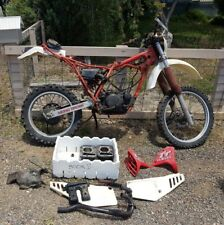 yamaha tt 250 wrecking all parts available (this action is for one bolt only)