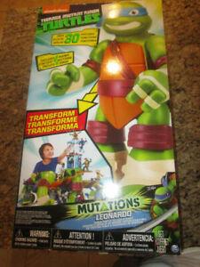 Playmates Toys TMNT Mutations Giant Leonardo Playset Action Figure