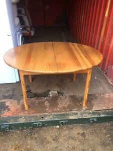 Solid pine extending kitchen/dining table Great Condition Ideal For Xmas 👍👍