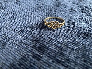 9ct gold celtic knot heart ring