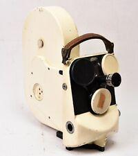 Caméra Cinema 35mm Cameflex Eclair de couleur blanche.