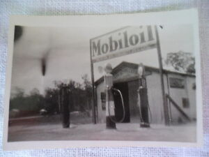 VINTAGE ORIGINAL 1930s PHOTO MOBIL OIL GARAGE CANN RIVER VICTORIA AUSTRALIA No 2