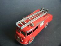 Collectable DINKY SUPERTOYS Red Heavy FIRE ENGINE  Made in England Meccano