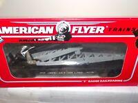AMERICAN FLYER S GAUGE MINT 6-49009  AMERICAN FLYER LINES FLAT CAR WITH DERRICK