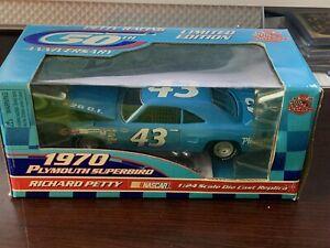 Racing Champions Richard Petty 1970 Plymouth Superbird 50th Anniversary 1/24