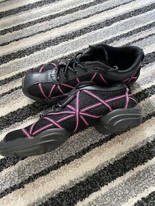 CAPEZIO Web Dance Sneakers, Size 4.