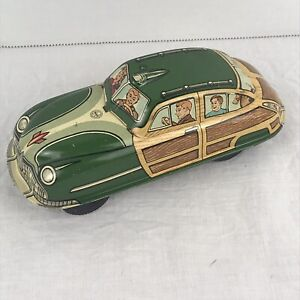 """6.75"""" VINTAGE LOUIS MARX TIN LITHO FRICTION WOODY CAR FAMILY COUPE DOGS GROCERY"""