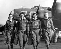 "WOMEN A.F. SERVICE PILOTS LEAVING PLANE ""PISTOL PACKIN' MAMA' 8X10 PHOTO (RT852)"