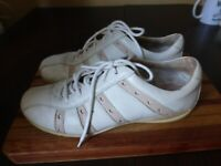 HUSH PUPPIES UK 6 WHITE LEATHER LACE UP TRAINERS