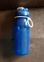 Rubbermaid Blue Tritan Hydration Chug Water Bottle BPA Free 20 oz. EUC!