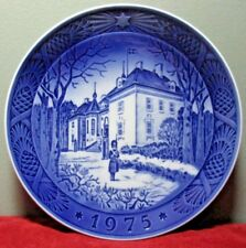 "Royal Copenhagen 1975 Christmas Plate ~ ""The Queen'S Christmas Residence"""